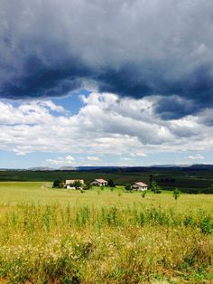 Country clouds over Nottingham Road - KZN, Midlands Meander. Places and spaces: www.midlandsmeander.co.za Sa Tourism, Nottingham Road, Kwazulu Natal, Countries Of The World, South Africa, Landscape Photography, Natural Beauty, Scenery, African
