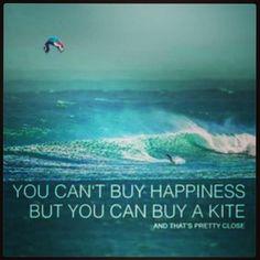 Non puoi comprare la felicità!  Ma puoi comprare un kite!!!  Seguici su http://www.sottomarinakite.it/2011/01/14/iscriviti-alla-newsletter-di-sottomarina-kite/