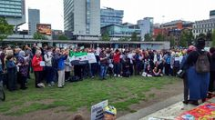 A #refugeeswelcome rally was held in #Manchester, where a hundreds of people gathered in the city centre, to support the men, women and children who are caught up in the #RefugeeCrisis. People praised the efforts of those in #Europe, who are working to show support with those who are fleeing war zones like #Iraq, #Syria and #Afghanistan.