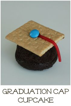 Graduation cap cupcakes are such a sweet way to celebrate a graduation! Make them for preschool or kindergarten graduation or even at a high school graduation party. Graduation Cupcakes, Kindergarten Graduation, High School Graduation, Graduate School, Pre School, Graduation Ideas, Graduation Desserts, Graduation 2015, Fairy Cakes