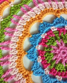 This site has several different sewing and craft projects. Also saved to sewing.