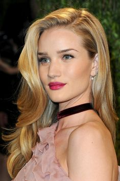 Rosie Huntington-Whiteley Photos - 2013 Vanity Fair Oscar Party Hosted By Graydon Carter - Arrivals - Zimbio