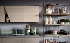 Cucina angolare moderna con isola  - Composizione 0582 - Dettaglio dispensa a giorno e anta con taglio obliquo.