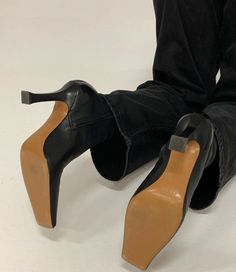 Celine Boots, Arkk Copenhagen, Walking In Heels, Fashion Gone Rouge, Summer Dress Outfits, Winter Outfits, Casual Outfits, Madame, Mules Shoes