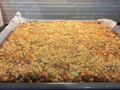 Tämä ison raparperipiirakan ohje löytyi Kotiliedestä nimellä Maisemakahvilan raparperipiirakka. Ohjeen oli antanut Hämeenkyrön maisemakah... Great Recipes, Favorite Recipes, Interesting Recipes, Sweet Pastries, Sweet Pie, Pastry Cake, Deli, Mashed Potatoes, Macaroni And Cheese