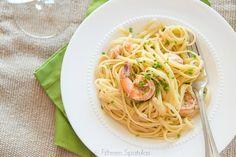 Quick Weeknight Dinner Recipe: Shrimp Linguine White Wine Tomatoes @fifteenspatulas