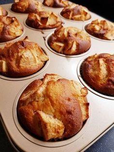 Apple yogurt muffins without packages and sachets RECIPE - 2 apples 3 eggs sunflower oil Greek yoghurt self-raising flour fine gra - Köstliche Desserts, Delicious Desserts, Yummy Food, Baking Recipes, Snack Recipes, Dessert Recipes, Food Cakes, Cupcake Cakes, Healthy Baking
