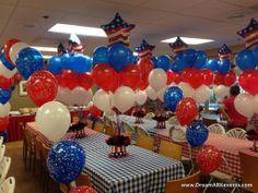 4th Of July balloon decoration: balloon centerpiece, balloon arch, balloon column www.dreamarkevents.com
