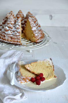 bundt cake de vainilla con frambuesas.