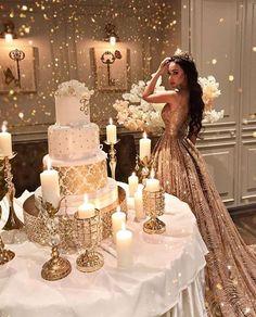 Decora tu Fiesta de XV años con uno de los Tonos más elegantes y Glamruosas... Dorado y Blanco para tu fiesta. ¡La combinación hará que tu evento luzca impactantemente hermoso!