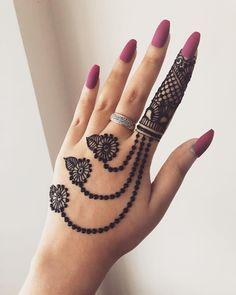 131 Simple Arabic Mehndi Designs That Will Blow Your Mind! 131 Simple Arabic Mehndi Designs That Will Blow Your Mind! Pretty Henna Designs, Henna Tattoo Designs Simple, Back Hand Mehndi Designs, Finger Henna Designs, Simple Arabic Mehndi Designs, Henna Art Designs, Mehndi Designs For Beginners, Mehndi Designs For Girls, Bridal Henna Designs