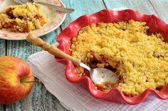 Deze appel-kaneel crumble is een heerlijk dessert wat je zowel warm als koud kunt serveren. Met een bolletje ijs of toef slagroom wordt het een feestje!