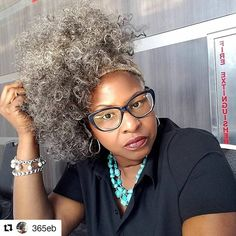 Look at my Sis @365eb, effortlessly slaying her gray curls!! Loving the addition of the head wrap too. #GrayHair #GrayCurls #NaturalHair #GrayNCurly #NaturalHairFlow #SistaYourGrayHairIsBeautiful #Repost @365eb This good kind natural lighting is everything! #workingthetable #gettingthissmoneyyyy #rickysmileycomedyshow #Graypoupon