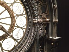 Image result for hugo cabret film clock Hugo Cabret, Dark Fairytale, Mysterious Girl, Night Circus, A Series Of Unfortunate Events, Martin Scorsese, Diamond Art, Fantastic Beasts, Titanic