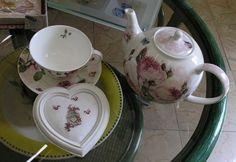 Si vous n'aimez pas le thé, surtout ne vous sauvez pas sans avoir jeté un coup d'oeil à la fin de mon article... une petite surprise vous y attend... Je vais vous faire partager un petit moment passé avec Patricia (http://countrydeco.over-blog.com/) hier...