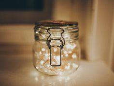 DIY wedding decoration: glasses with fireflies lights Diy Wedding Decorations, Chai, Mason Jars, Lights, Mugs, Tableware, Handmade, Instagram, Fireflies