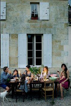 We would always prefer a cozy dinner with friends over a party night out. Wir würden immer lieber ein Abendessen mit Freunden einer wilden Partynacht vorziehen.