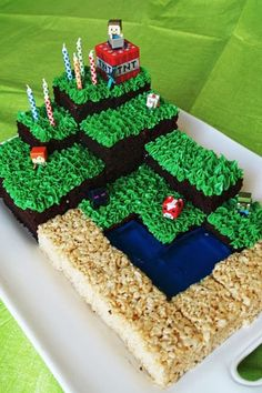 Looking for Minecraft cakes? Look no further than these 11 Amazing Minecraft Birthday Cakes your kids will go crazy over. Get Minecraft cake ideas here. Minecraft Birthday Cake, Easy Minecraft Cake, Amazing Minecraft, Minecraft Skins, Minecraft Crafts, Creeper Minecraft, Minecraft Cupcakes, Mindcraft Cakes, Mindcraft Party