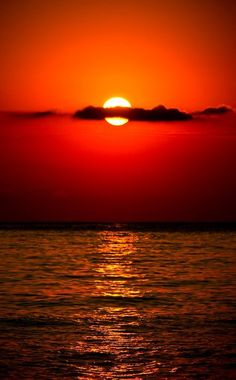 The ocean at sunset . 'Red sky at nite . Red sky in the… Amazing Sunsets, Amazing Nature, Beautiful World, Beautiful Places, Beautiful Scenery, The Ocean, Pacific Ocean, Cool Pictures, Cool Photos