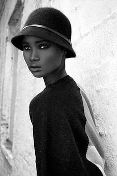 Ebony γυναίκες μελαχροινή