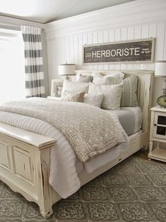 Rustic Farmhouse Master Bedroom Ideas (27)