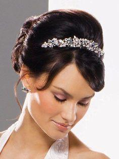 華やぎあふれるパールティアラ!|Bridal Accessories-ブライダルアクセサリー-