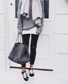View our simple, comfortable & effortlessly lovely Casual Fall Outfit inspiring ideas. Get influenced using these weekend-readycasual looks by pinning your most favorite looks. casual fall outfits with jeans Looks Street Style, Looks Style, Winter Trends, Fall Winter Outfits, Autumn Winter Fashion, Casual Winter, Winter Style, Winter Clothes, Winter Wear
