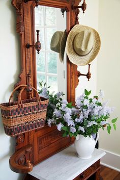 Victorian Hall tree - A lovely place to hang you hat! Victorian Hall Trees, Antique Hall Tree, Victorian Cottage, Country Farmhouse, Country Decor, Country Living, Farmhouse Decor, Hall Stand, Victorian Furniture