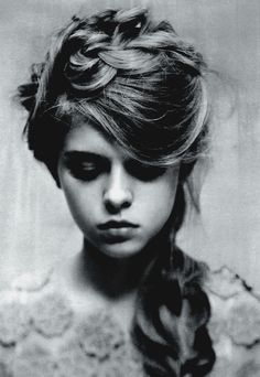 Softly structured hair with an edge. This would go perfectly with the Boudior Grunge trend.