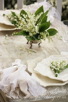 Lily of the Valley Tablescape Shade Loving Flowers, Dresser La Table, Lily Of The Valley Flowers, Beautiful Table Settings, Language Of Flowers, Spring Green, Belle Photo, Tablescapes, Floral Arrangements