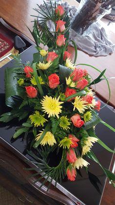 All Flowers, Tropical Flowers, My Flower, Arte Floral, Church Flower Arrangements, Floral Arrangements, Apple Decorations, Decoration Table, Ikebana