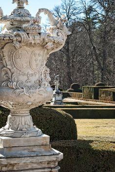 Urn Planters, Urn Vase, Garden Urns, Garden Statues, Garden Architecture, Spanish Architecture, European Garden, Classic Garden, Backyard Paradise