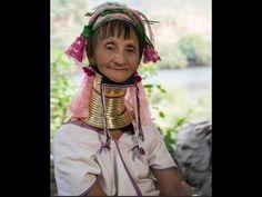 """Bộ tộc cổ dài như hươu cao cổ cổ càng dài càng đẹp#thoitrangcute #lamdep #trimun #giamcannhanh #tocdep #lamtrangda #tamtrangtoanthan. Cư dân bộ tộc Kayan coi cổ dài là biểu tượng của sắc đẹp và xem đó là nét đẹp truyền thống cần bảo tồn.  Nhiếp ảnh gia người Thái Lan Nuttuwut Jaroenchai 34 tuổi đã dành 2 ngày để thăm thú và ghi lại những bức hình đời thường của người dân ở bộ tộc Kayan tỉnh Mae Hong Son Thái Lan.  Ở bộ tộc này những người phụ nữ được mệnh danh là """"hươu cao cổ"""" bởi họ luôn…"""