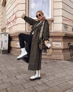 Winter Fashion Outfits, Trendy Outfits, Winter Outfits, Cute Outfits, Dr. Martens, White Dr Martens, Dr Martens Outfit, Mode Simple, Mein Style