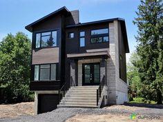 Cottage unifamilial, 26' x 39' fini sur trois étages, avec garage. Revêtement extérieur en pierre...