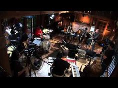 "▶ Diane Birch ""Fools"" with Daryl Hall (with Diane's vocal improv horn solo intro) - YouTube"