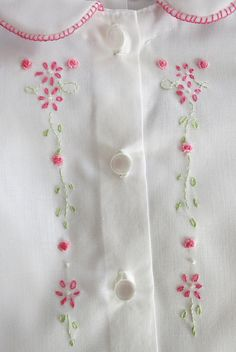 Darling Details ♡~ Hand embroidered baby dress for a little girl. Very sweet. Hand Embroidery Dress, Embroidery Suits Design, Embroidery On Clothes, Baby Embroidery, Embroidery Patterns Free, Hand Embroidery Stitches, Hand Embroidery Designs, Hand Stitching, Diy Bordados