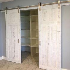 Prachtige en suite opstelling voor een inloopkast :-) Tall Cabinet Storage, Locker Storage, Lockers, House Design, Interior Design, Furniture, Home Decor, Dinner Room, Nest Design