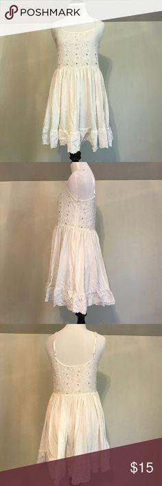 Zara white dress Zara white dress with embroidery details Zara Dresses Mini
