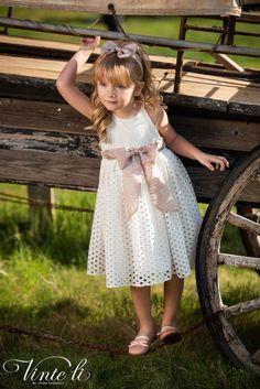 Φόρεμα βάπτισης Vinte Li 2917 μαζί με κορδέλα για τα μαλλιά, annassecret, Girls Dresses, Flower Girl Dresses, Spring Summer, Wedding Dresses, Flowers, Fashion, Dresses Of Girls, Bride Dresses, Moda