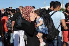 Περίπου 5,330 πρόσφυγες φιλοξενούνται στο λιμάνι του Πειραιά