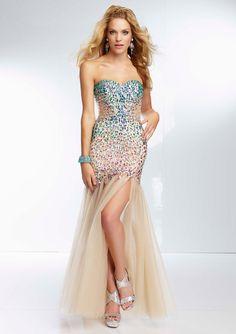 Las aplicaciones brillantes siempre, sin excepción harán destacar tu vestido. #dress #glamour #vivalochic #moda #estilo