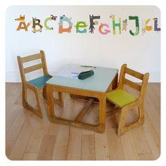 Table et 2 chaises enfant -
