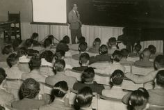 O arquiteto Oscar Niemeyer dando aula no curso de Arquitetura em 1949