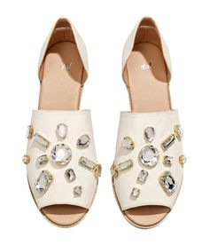Sandals decorated with plastic rhinestones. #HMSHOES