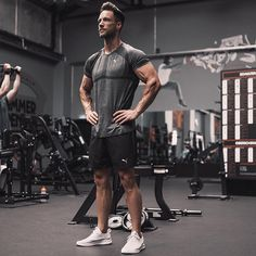 Gym style by daniel fuchs ( casual outfit in 2019 мужская мода, Men's Activewear, Sport Photography, Fitness Photography, Fitness Gym, Mens Fitness, Bodybuilder, Moda Academia, Gym Outfit Men, Gym Photos