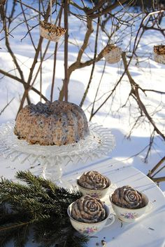 Beautiful Bird Feeders...oh how I miss the snow! I would love it if Georgia had snowy winters like up north! This is so pretty!