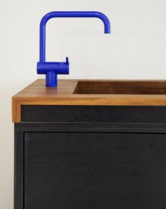 what an awesome way to add a pop of color. obsessing over these faucets.