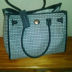 Tommy Hilfiger tote 100% authentic NWT Tommy Hilfiger Bags Totes