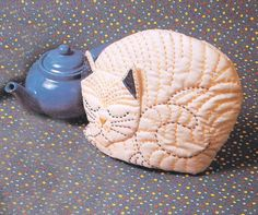 Cat Cozy Pattern Tea Cozy Pattern - Party - to Sew Fabric Crafts, Sewing Crafts, Sewing Projects, Quilt Patterns, Sewing Patterns, Scarf Patterns, Knitting Patterns, Tea Cosy Pattern, Mug Cozy